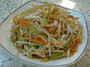 鸡油菌炒莴苣豆芽