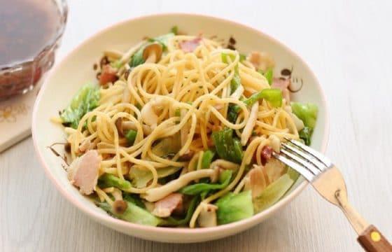 橄榄油生菜意面