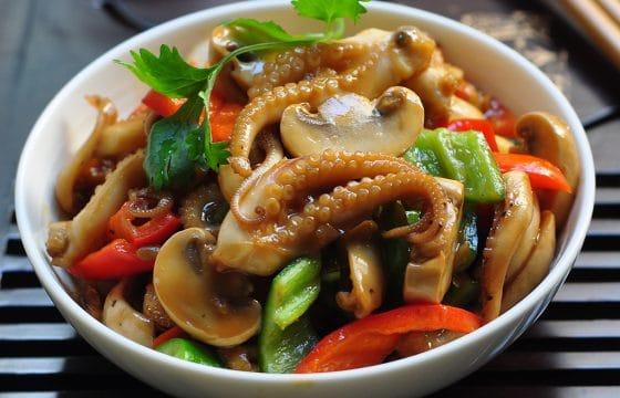 营养美味的八爪鱼爆蘑菇