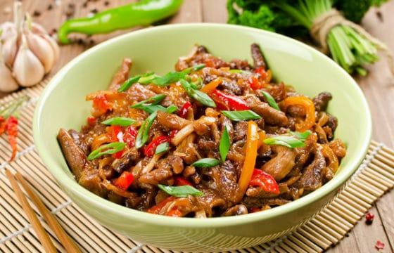 特级初榨橄榄油彩虹蔬菜炒肉